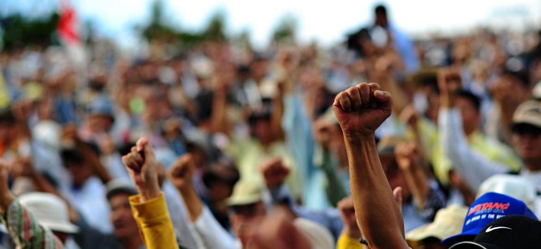 Closeup_of_protesters_at_Ginowan_protests_2009-11-08
