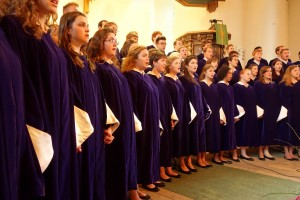 The St.Olaf choir singing in Snåsa Church Friday.